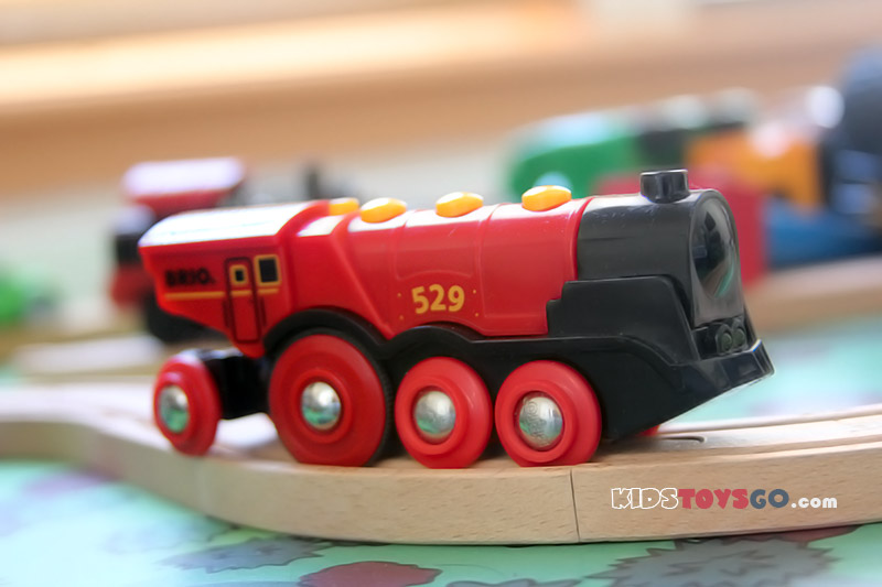 Brio 529 locomotive has 8 wheels