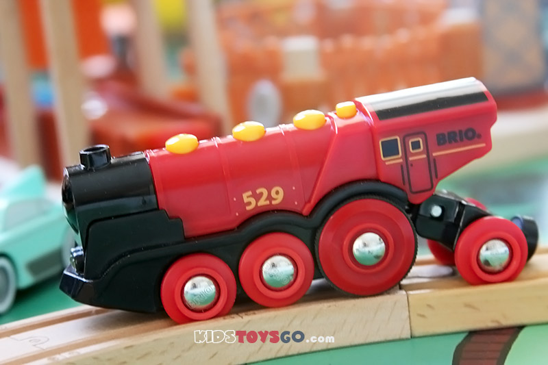 Brio mighty red locomotive: the best battery power train you could find