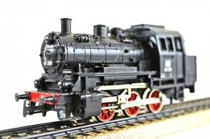 Locomotive - HO Scale size