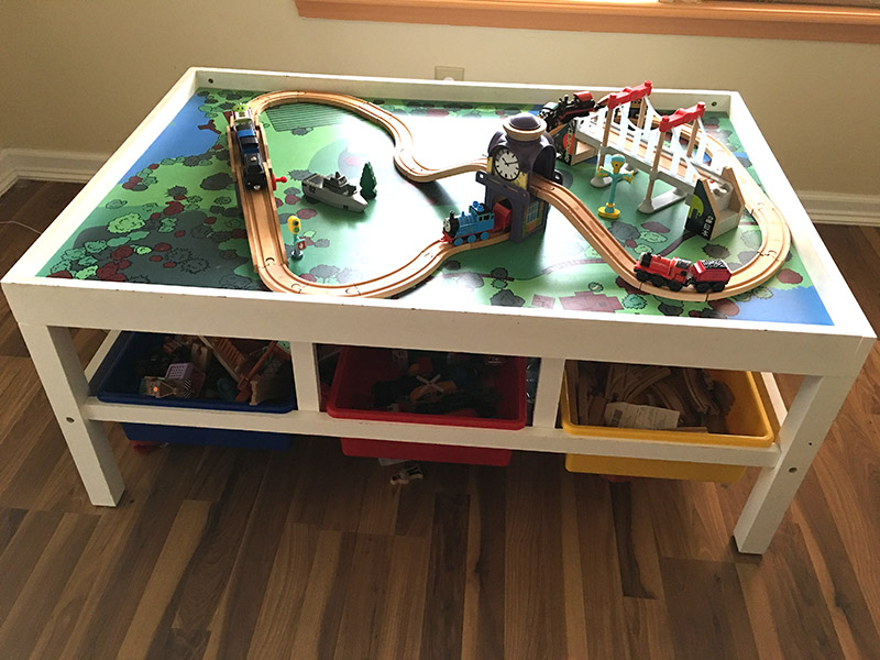 A train table and set