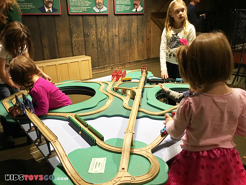 The children play trains