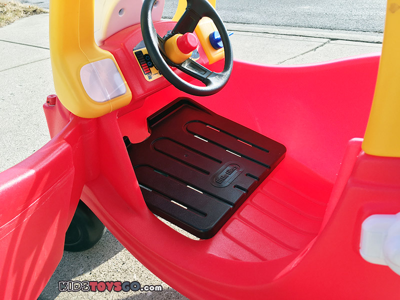 Little Tikes Cozy Coupe comes with a removable floor piece