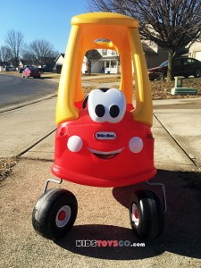 Front of Little Tikes Cozy Coupe