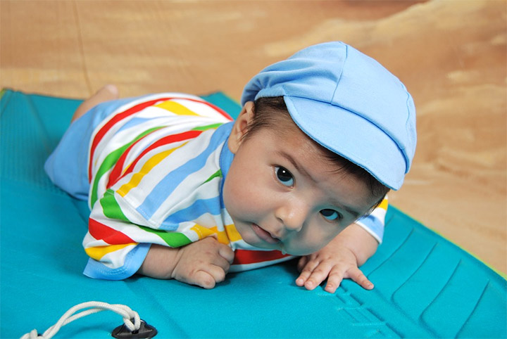 Toys For Learning To Crawl : Best toys for month old babies playing learning