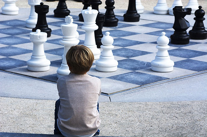 Kids play chess